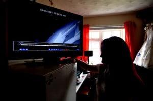 מצלמת אבטחה ביתית מתעדת ניסיון פריצה