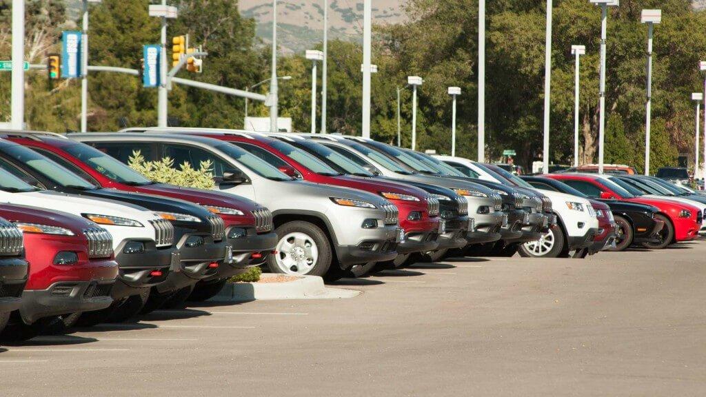 מצלמת אבטחה נסתרת בסוכנויות רכב