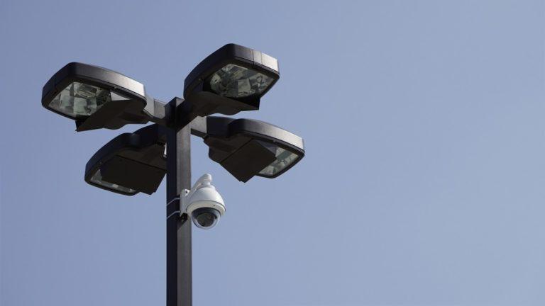 מצלמות אבטחה ממונעות חיצונית