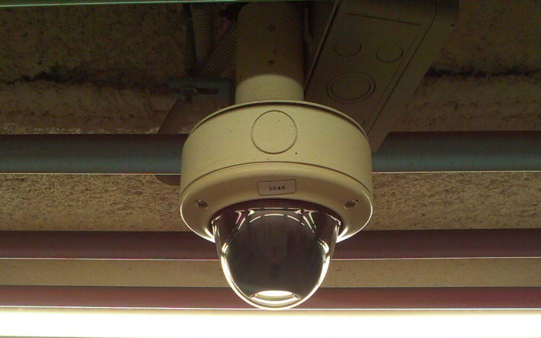מצלמות אבטחה ממונעות או מצלמות אבטחה רגילות?