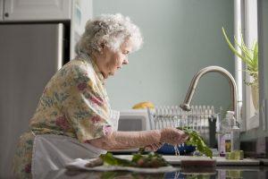 התקנת מערכת בית חכם מבוגרים