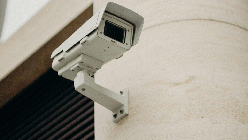 מצלמות אבטחה לשערים